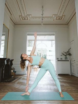 sunshine_yoga_liege_cours_collectif.jpg