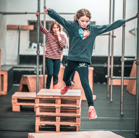 Girls Parkour Jump Room to Movepg