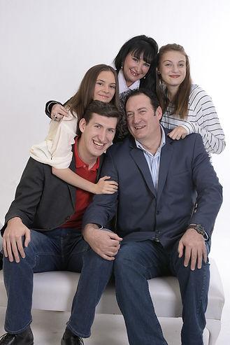 family-1888619_1920.jpg
