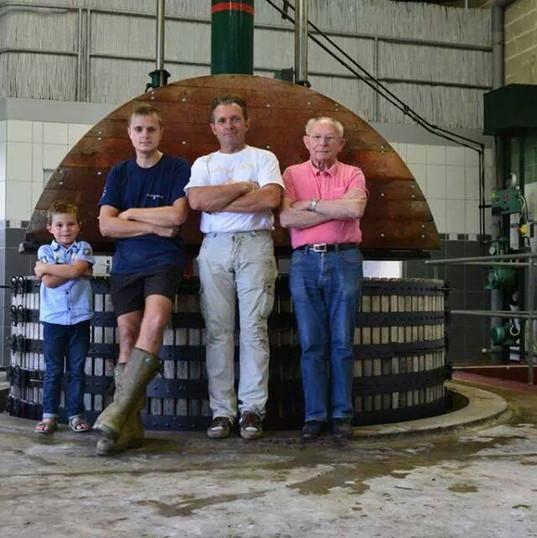 Thierry Bourmault Pressoir famille.jpg