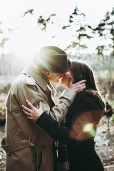 engagement photo in sunset kissing