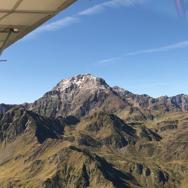 Vol montagne - Pyrénées - ariège - pic du midi - avion