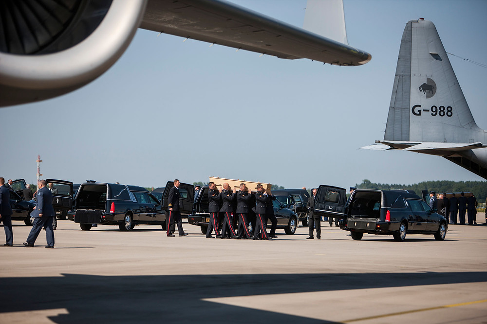 Victims of MH17 arrive in the Netherlands (Dutch Ministry of Defense)