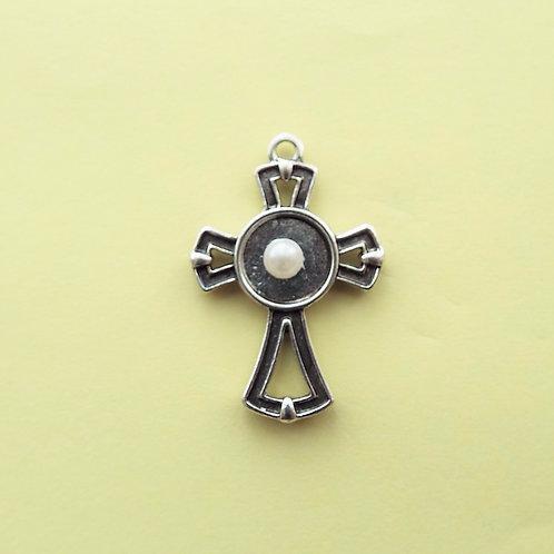 """""""Medieval Pearl"""" cross"""