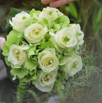 Strauß mit Rosen und Hortensien