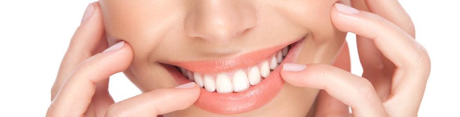 笑顔で白く輝く歯ホワイトニングe8cube