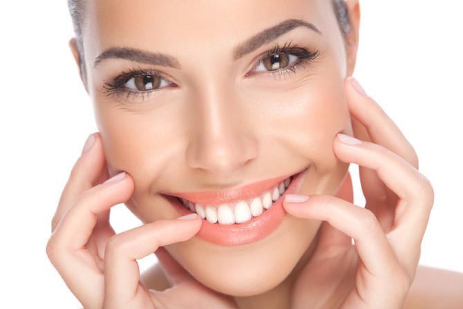 Weiße Zähne: ist Bleaching schädlich?