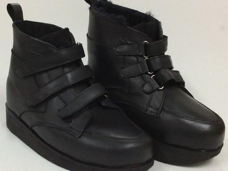 Triple velcro black boots