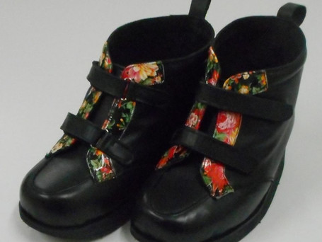 Double velcro boots with black and floral leather