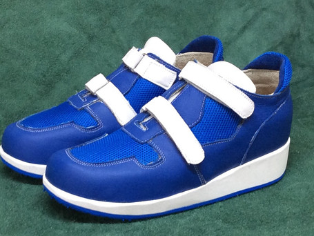 Blue and white leather velcro shoes with blue mesh