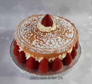 Sponge Sandwich with Strawberries and Cream