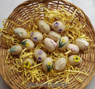 Pretty little marzipan eggs for Easter