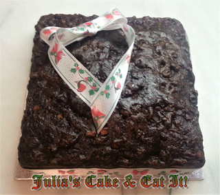 Last Minute Christmas Cake.  Serves 28.  4 syns per portion.