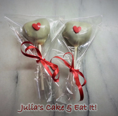 Heart shaped cake pops for Valentine's Day