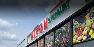 maryam supermarkt buiten.JPG