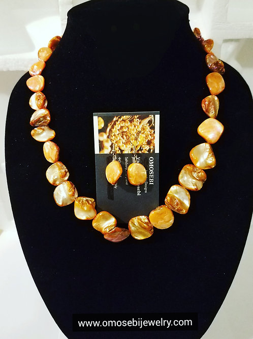 """Peaches"" Shell Necklace & Earring Set"