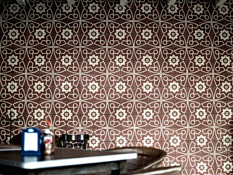7 things to consider while choosing wallpaper designs for your walls