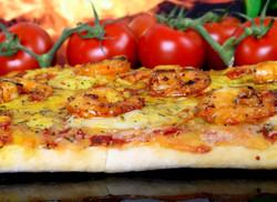 shrimp and tomato pizza