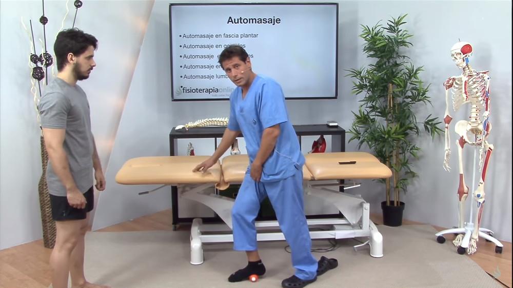 Ivan Alòs explica com fer el massatge