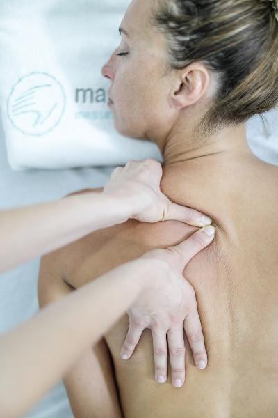 Los fisioterapeutas de Mans de Sant, el centro de fisioterapia de Sant Cugat, tratan los pacientes