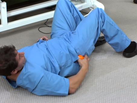 Automasaje en glúteos con Cool Roller