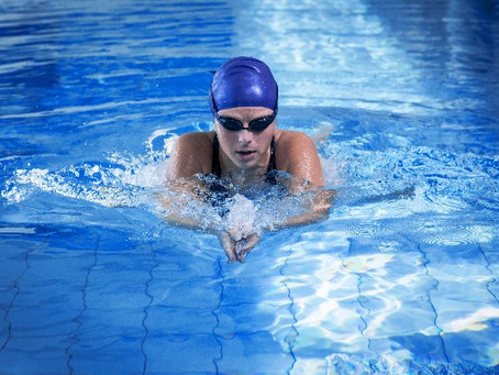 Per què amb la natació millorem de les lesions d'esquena?