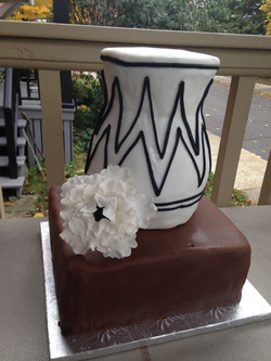 vase cake.JPG