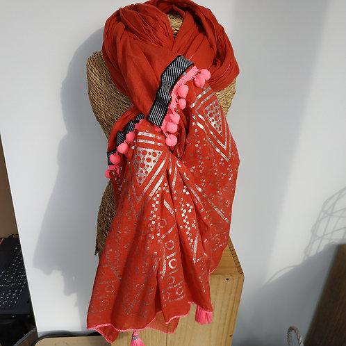 Foulard rouge orangé à pompons roses