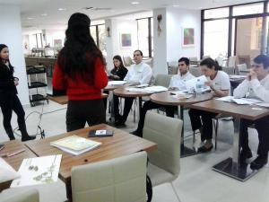 Tatiane Fagundes, relacionamento com mantenedores CCVB, foi a responsável pelo treinamento