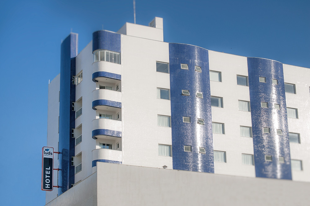 foto do prédio do hotel luds
