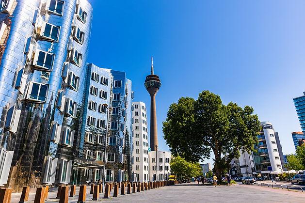 Düsseldorf Rheinturm und Hafen, Wohnungen und Häuser