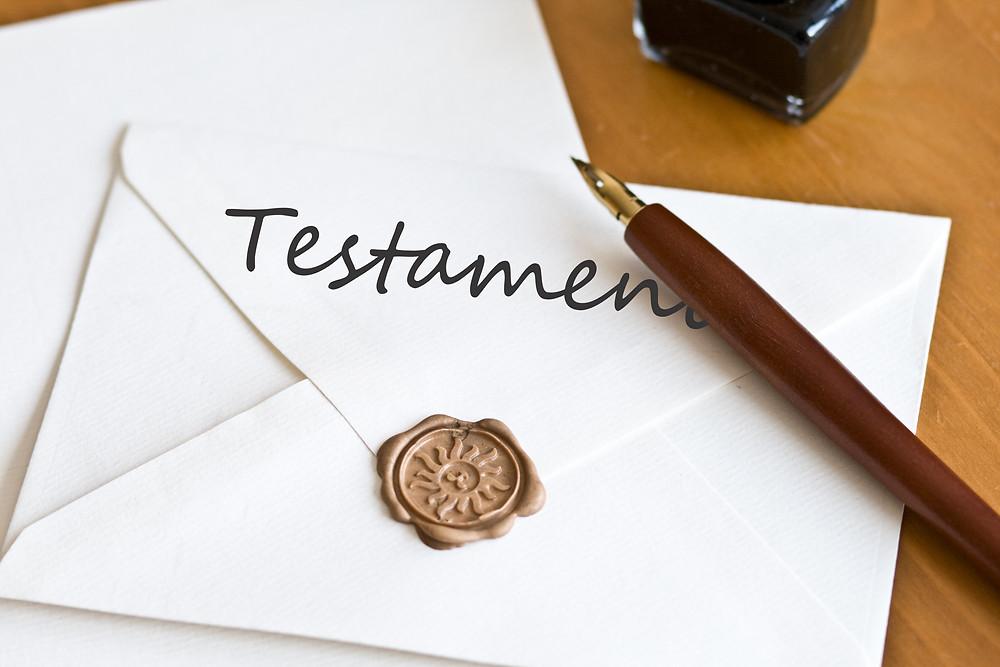 Bild eines Testaments in dem die Erbschaft geregelt ist