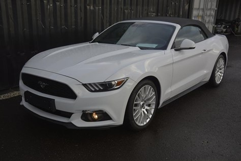 Ford mustang Blanche