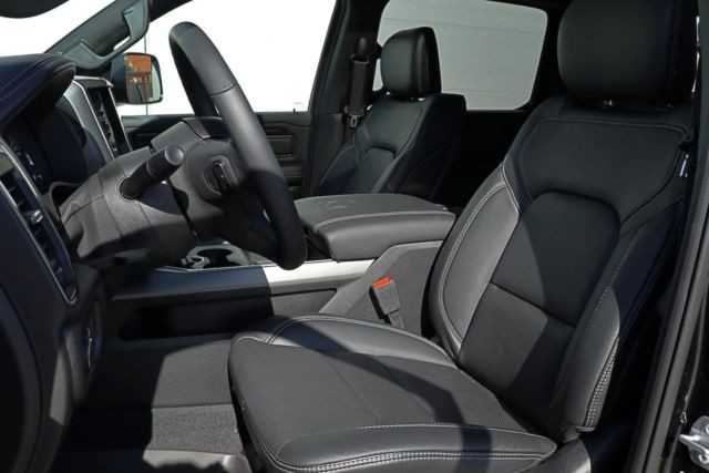 Dodge Ram Sport noir11.JPG