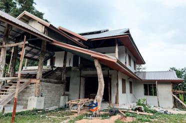 มุงหลังคาพียูโฟม บ้านทรงไทย