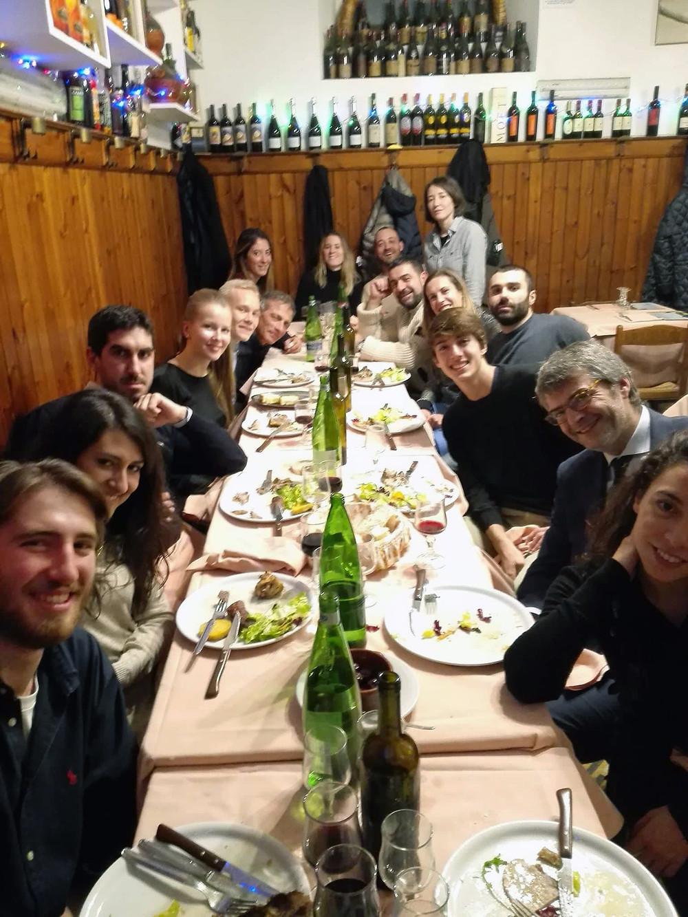 Ystäviämme IMBA:sta läksiäisillallisella Roomassa
