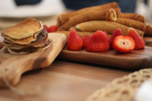 strawberries-crepe-dessert-sweet-53483.j
