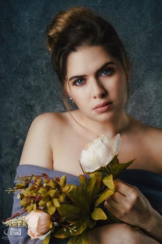Model: Barbara Dibon  H&M: Zeoy Adriana