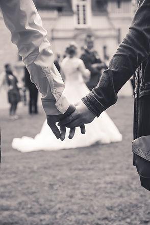 se tiennent la main