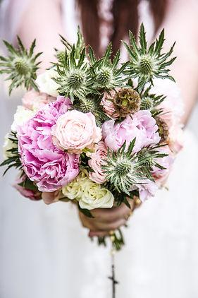 Bouquet de pivoines et chardons