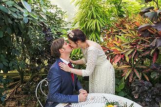 un couple aux jardin des serres d'auteuil