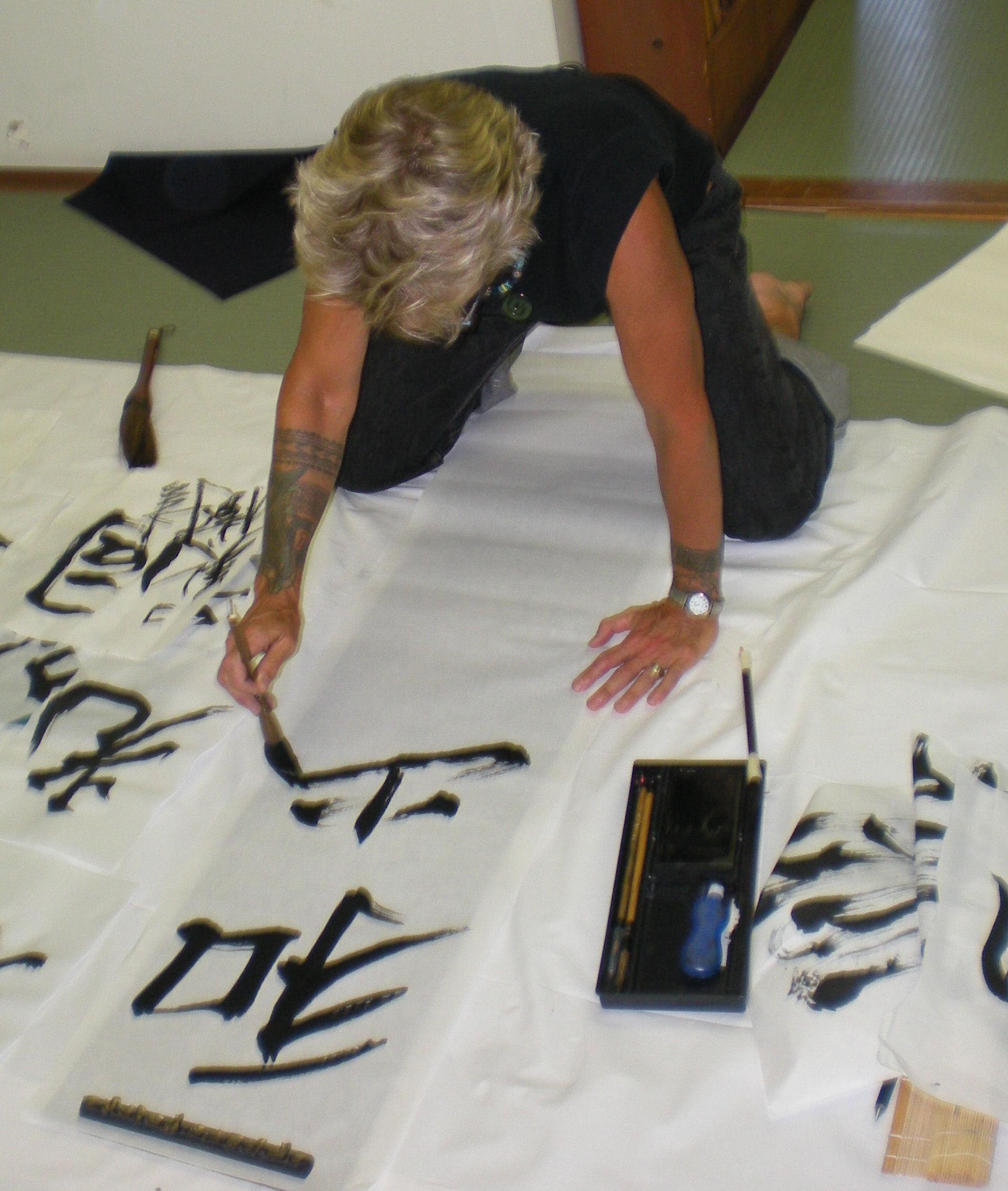 Koré doing Calligraphy