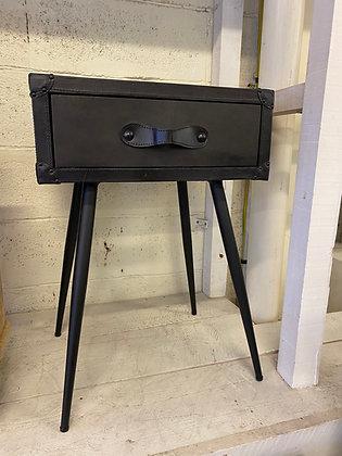 Table de chevet en cuir