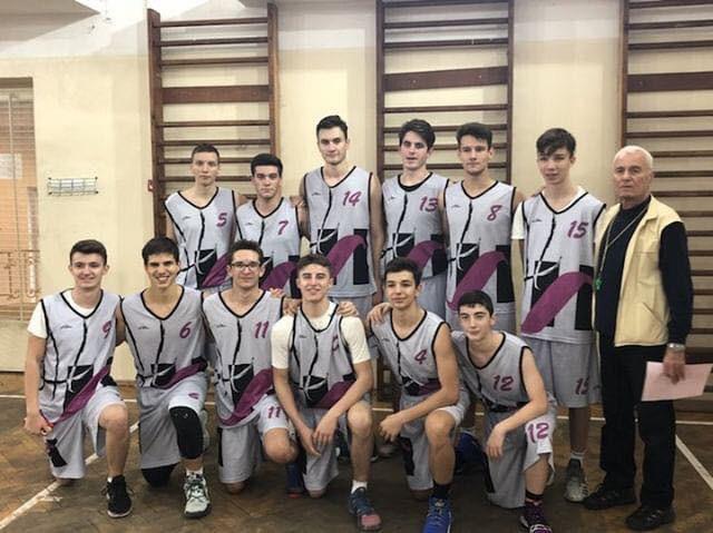 """Succes al echipei de baschet de la C.N. """"Spiru Haret"""", București"""