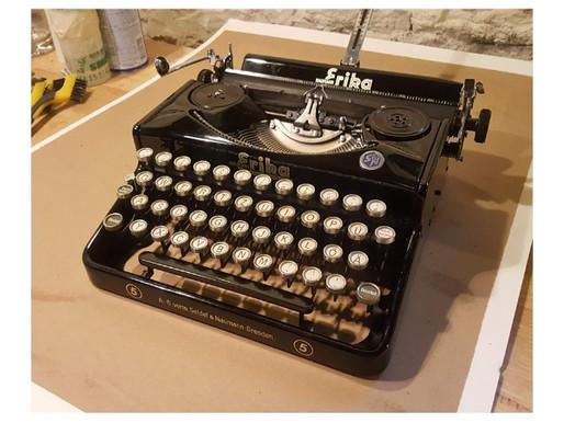 My 1930's Erika No. 5 and Hunting Typewriters
