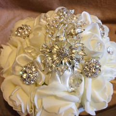 Giveaway: Brooch Bridal Bouquet