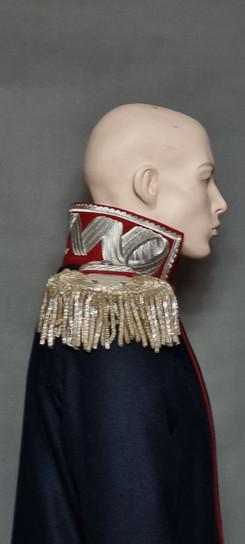 Dekoracyjny kołnierz i ozodbne epolety