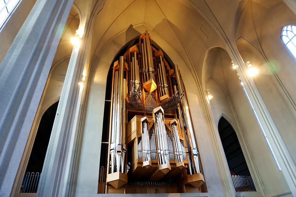 A large pipe organ in Hallgrímskirkja.