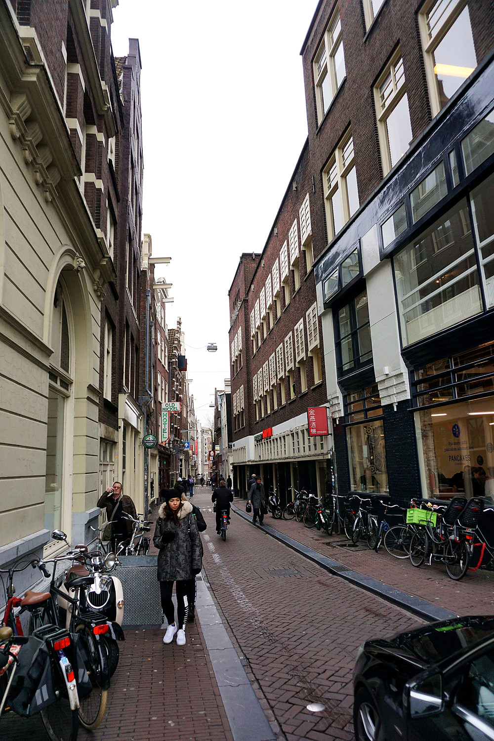 Small walk way to De Wallen.