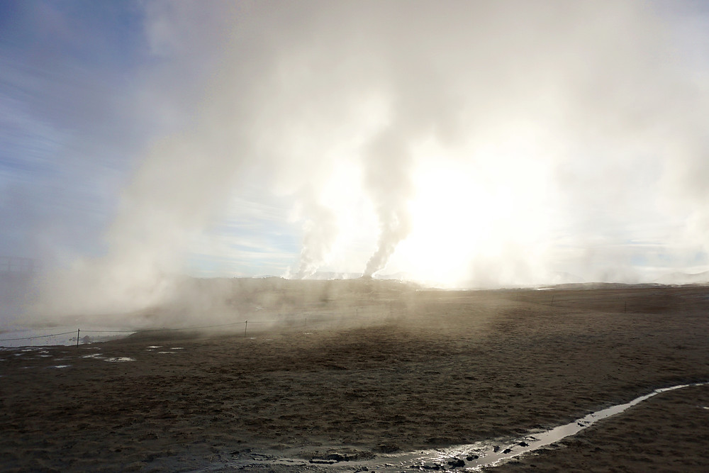 Fumaroles scattered all around.